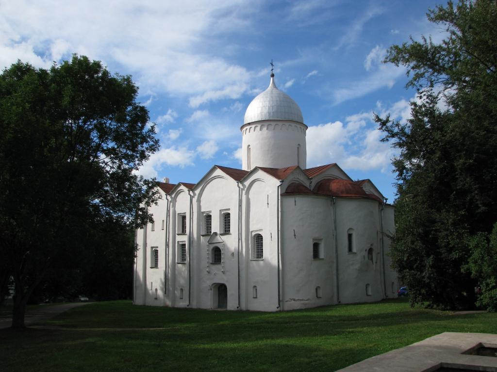 Церковь на Опоках.jpg