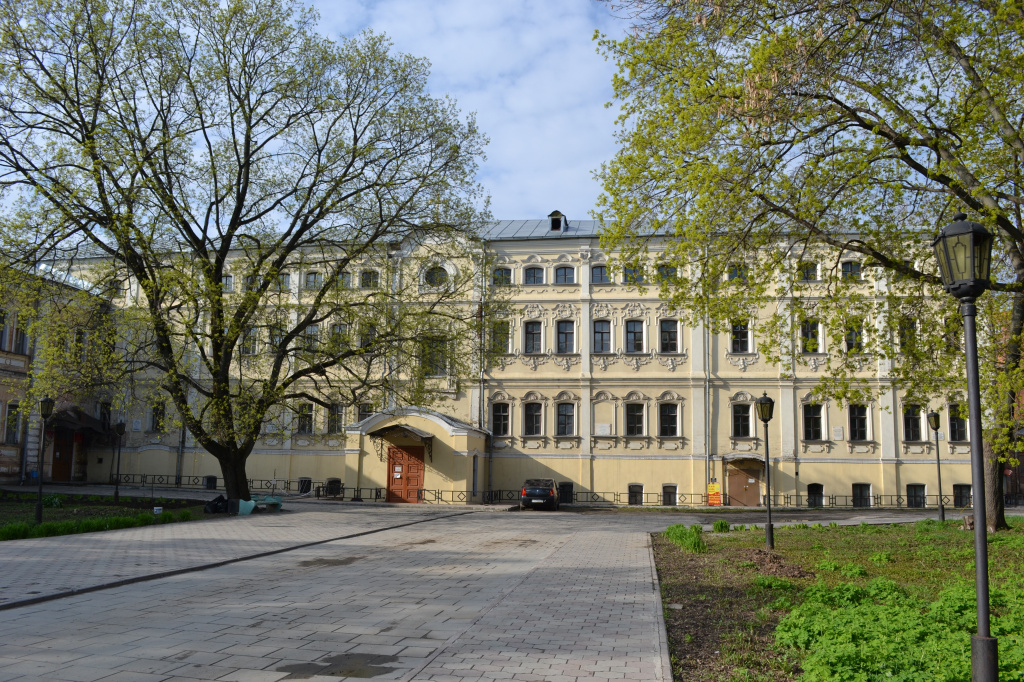 Лугинин дворец (1).jpg